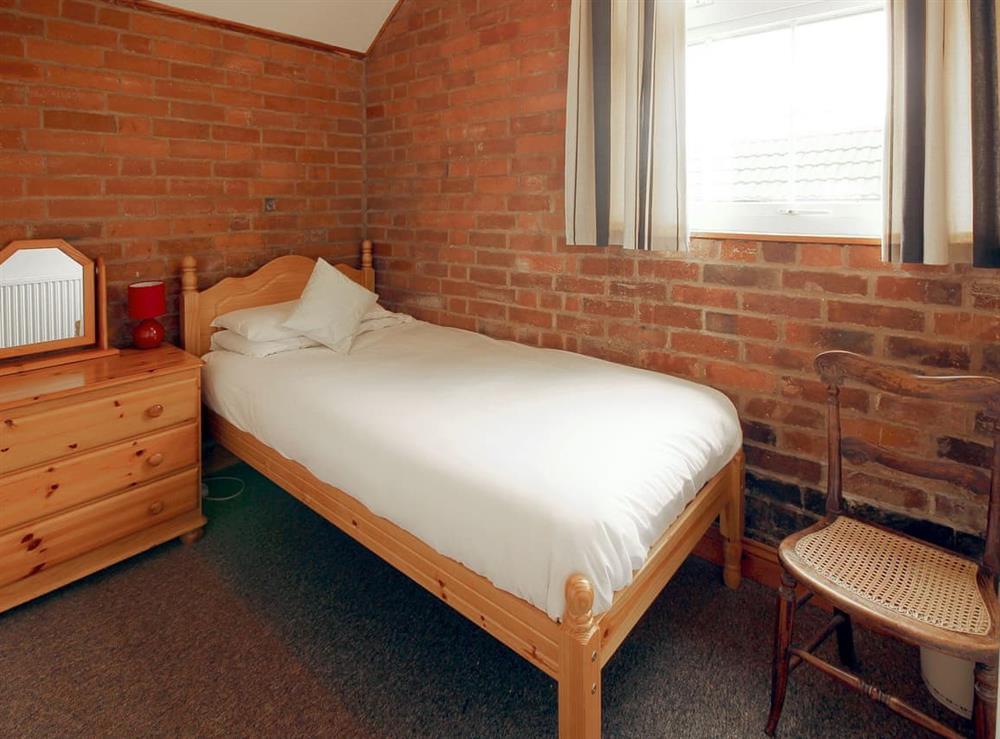 Delightful single bedroom at Yarlington Mill,
