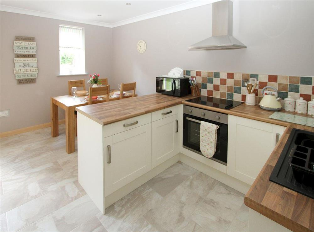 Well-equipped kitchen at Squirrels Drey,