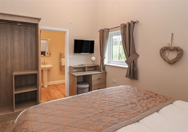 Double bedroom and en suite at The Parlour, Chester, Cheshire