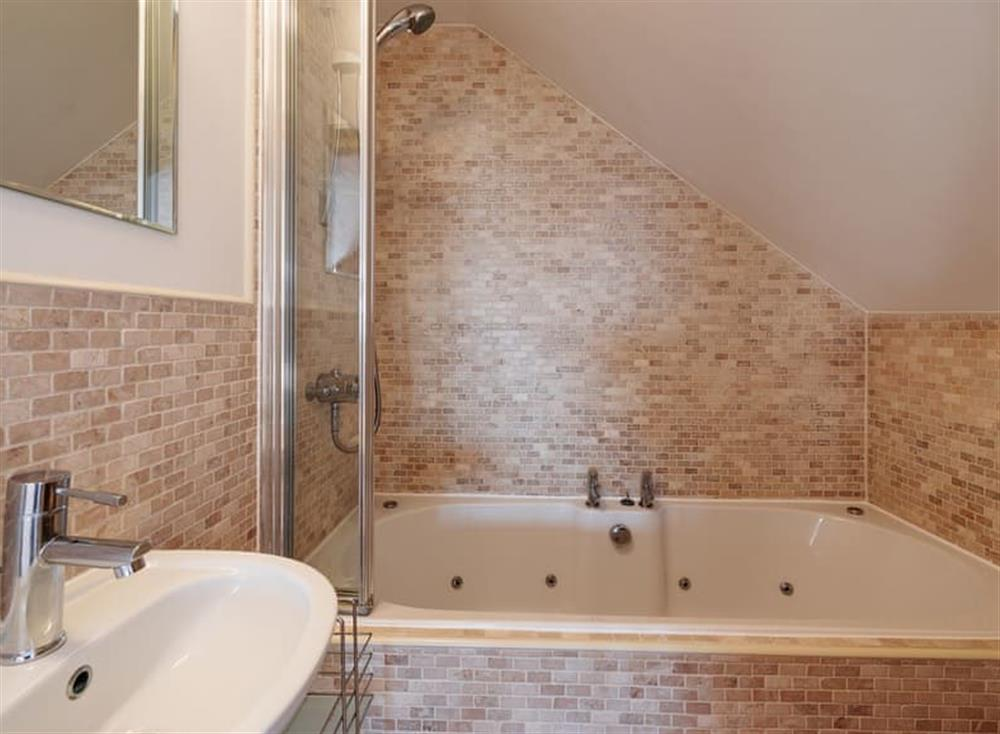 Bathroom at The Penthouse in Endsleigh Court, Stoke Fleming