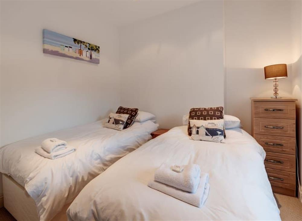 Twin bedroom at The Penthouse in Endsleigh Court, Stoke Fleming