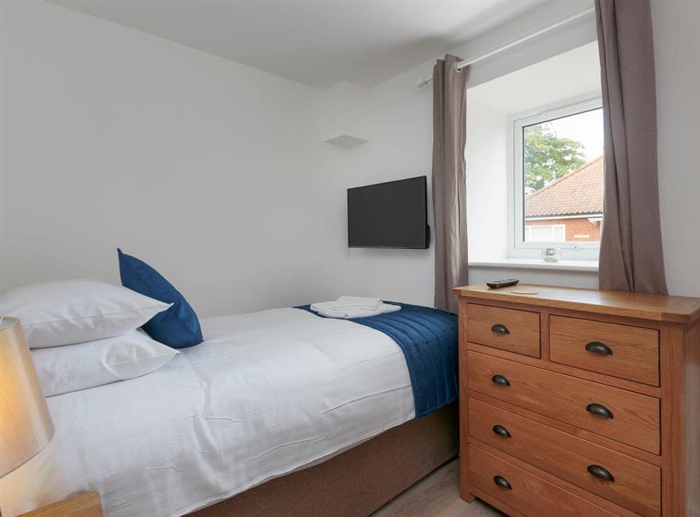 Peaceful ground floor single bedroom with en-suite at Berwick Swan,