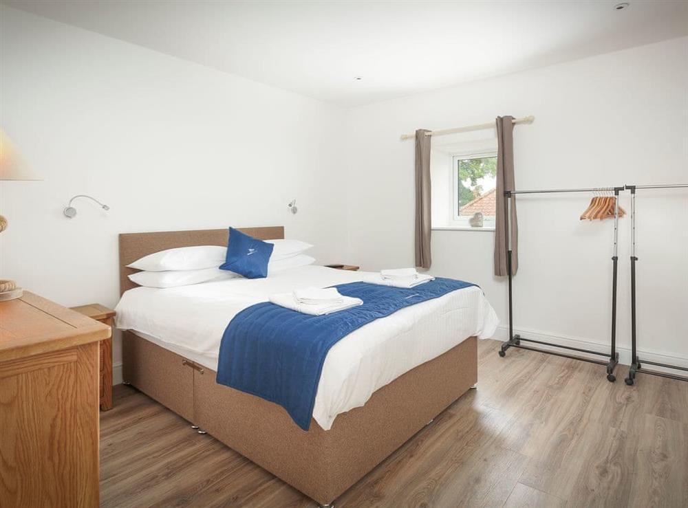 Relaxing first floor Double bedroom with en-suite at Berwick Swan,