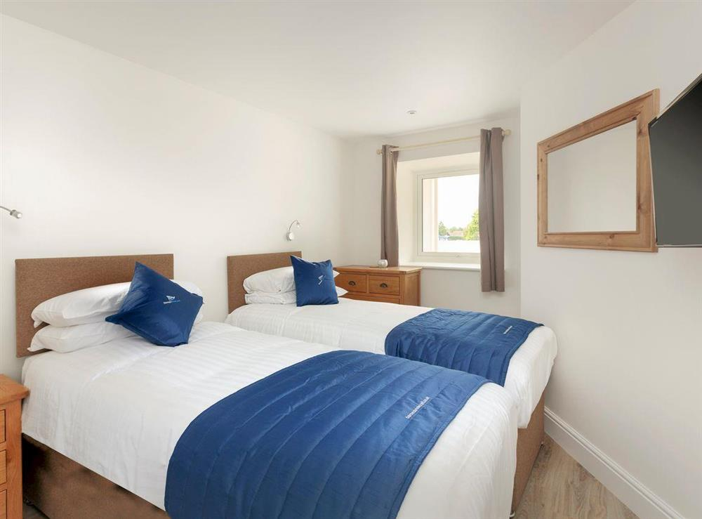Good-sized twin bedroom at Crested Grebe,