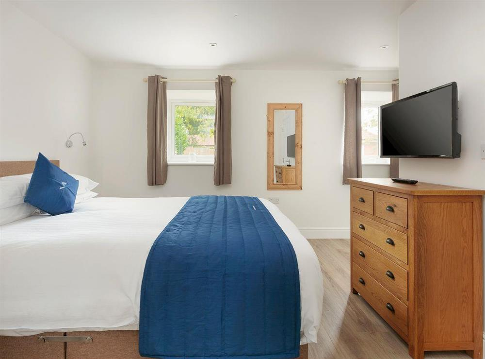 Relaxing ground floor double bedroom at Crested Grebe,