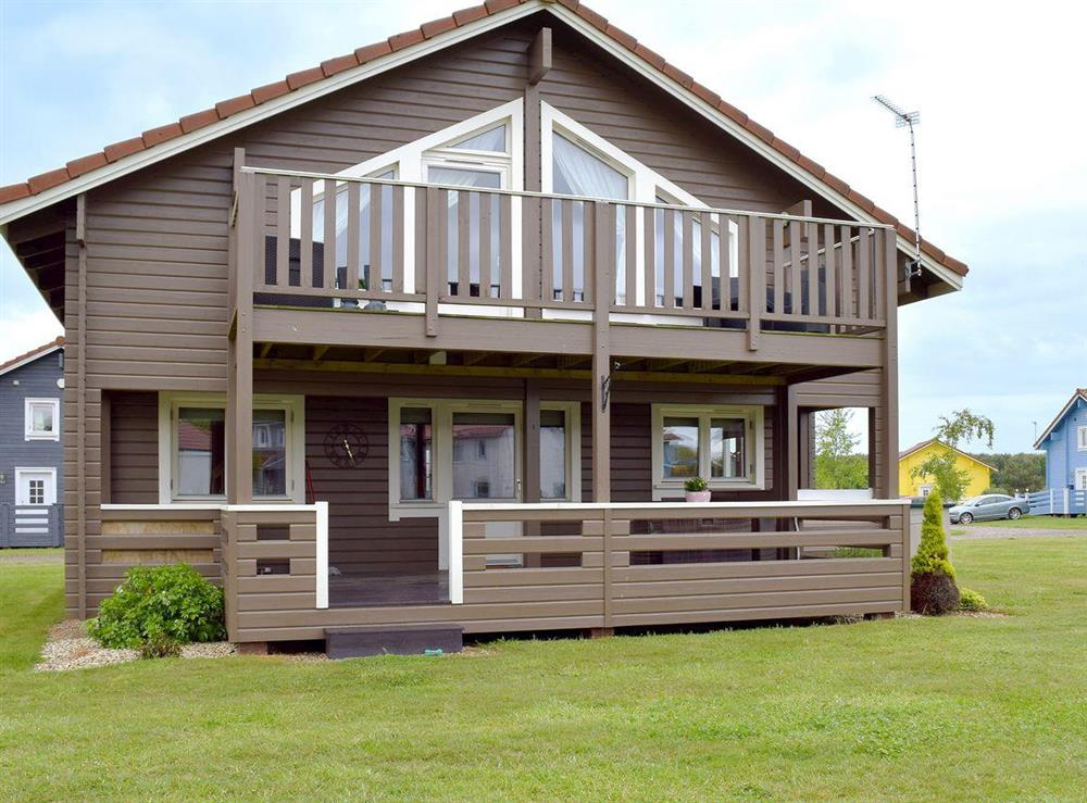 Delightful, detached, Scandinavian style lodge at The Shed in Fritton, near Great Yarmouth, Norfolk