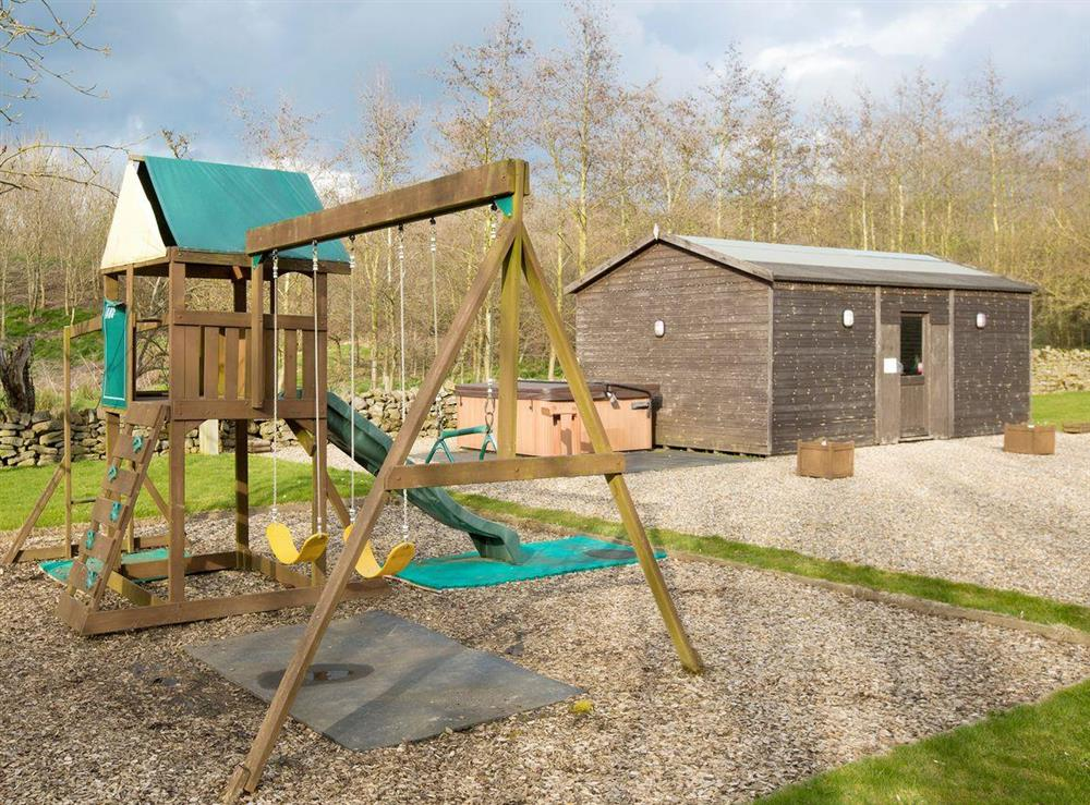 Children's play area with hot tub and games room to rear at Sycamore Cottage,