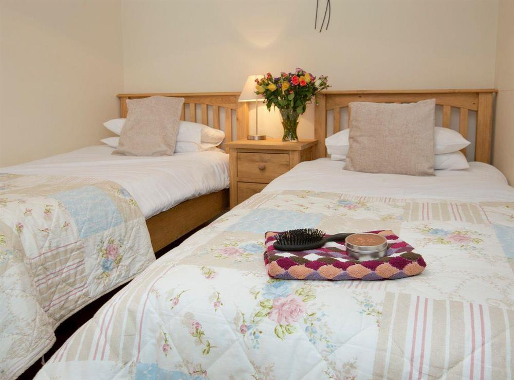 Restful twin bedroom at Sycamore Cottage,