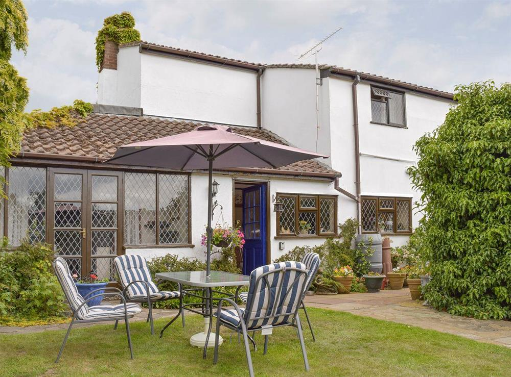 Attractive cottage with enclosed garden at Tillet Cottage in Oulton Broad, near Lowestoft, Suffolk