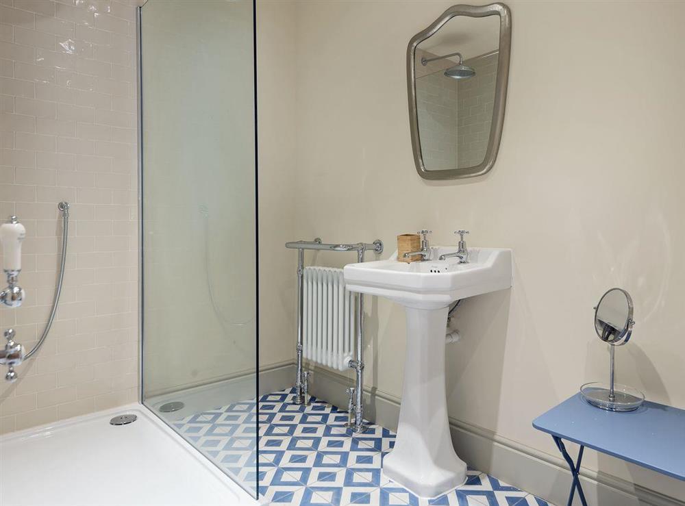 En-suite bathroom (photo 3) at Peak Hall,