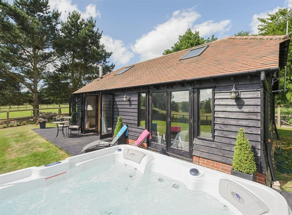 Delightful holiday home with hot tub at Toad Hall Cottage in White Colne, near Colchester, Essex