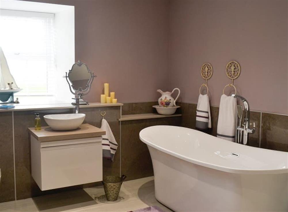 Bathroom with separate shower at Torcross Barn in Tarbolton, near Ayr, Ayrshire