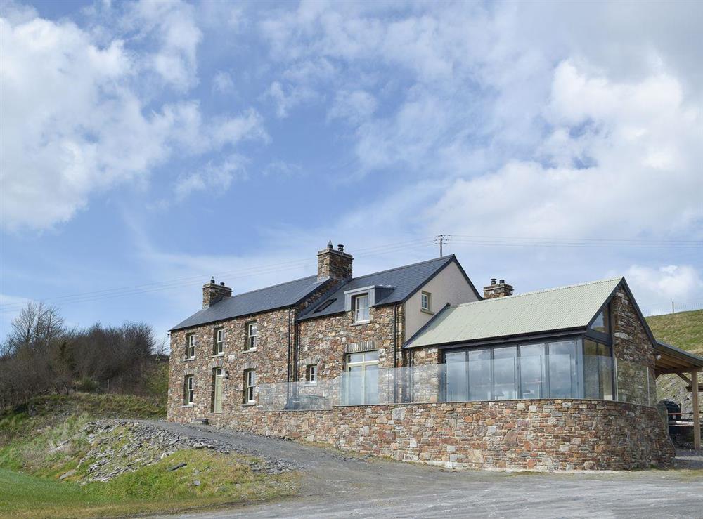Stunning, luxurious former 19th-century traditional farmhouse at Trecift in Llangoedmor, near Cardigan, Cardigan/Ceredigion, Dyfed