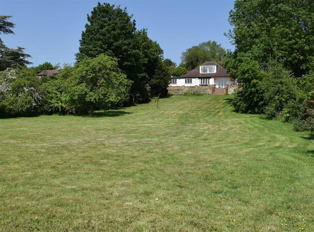 Lovely holiday home with spacious garden at Turpins Ride in Chalfont St Giles, near Amersham, Essex