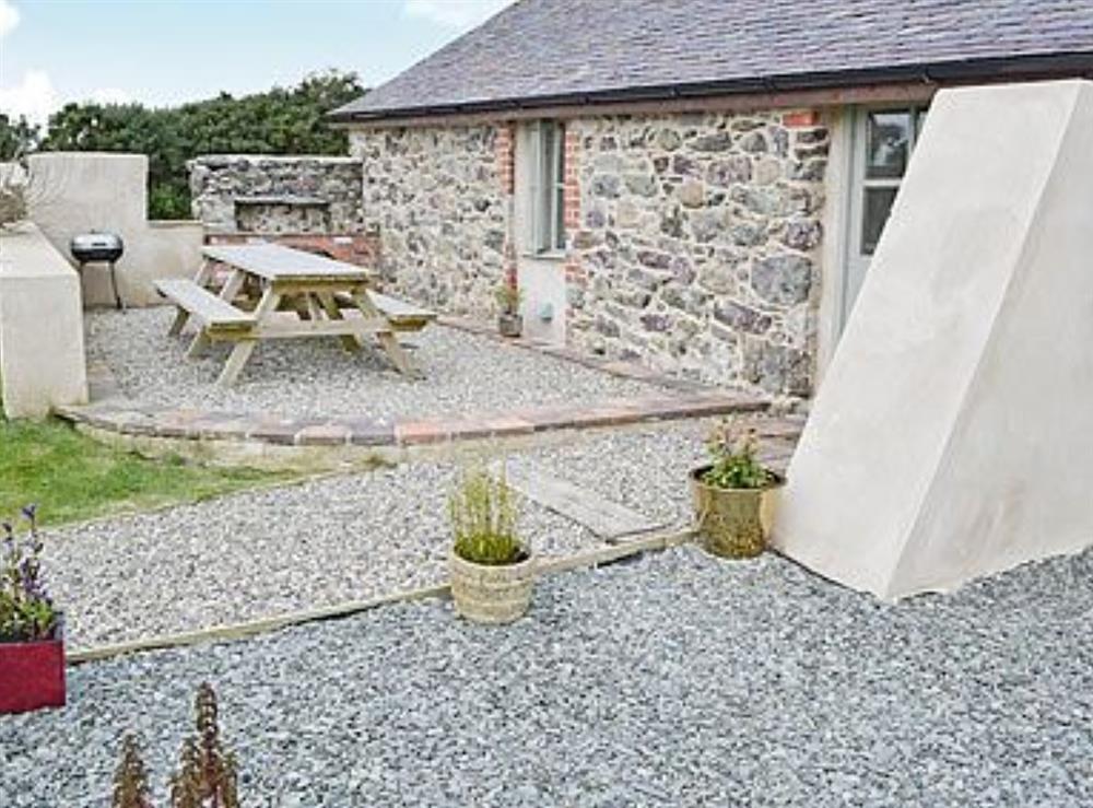 Sitting-out-area at Ty Cam in Nr. Aberdaron, Gwynedd., Great Britain