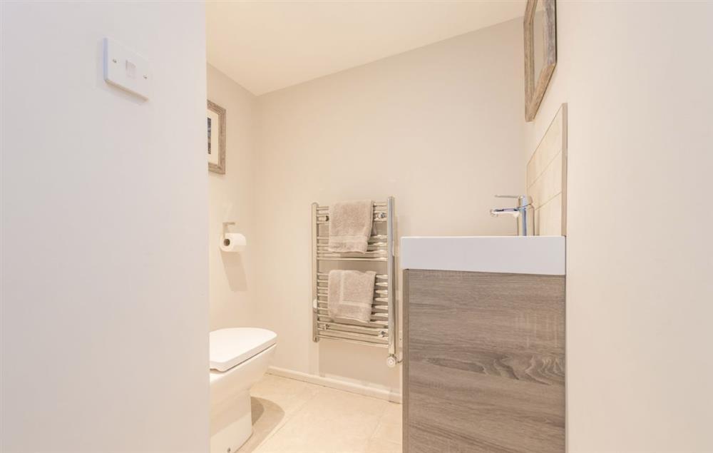 Ground floor: En-suite cloakroom