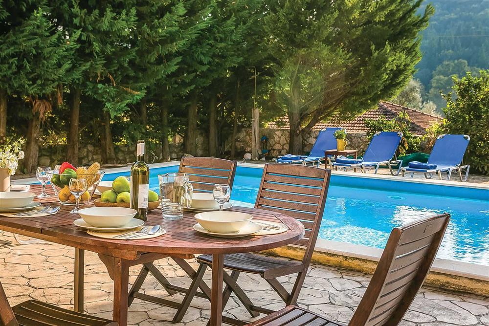 Alfresco dining, pool