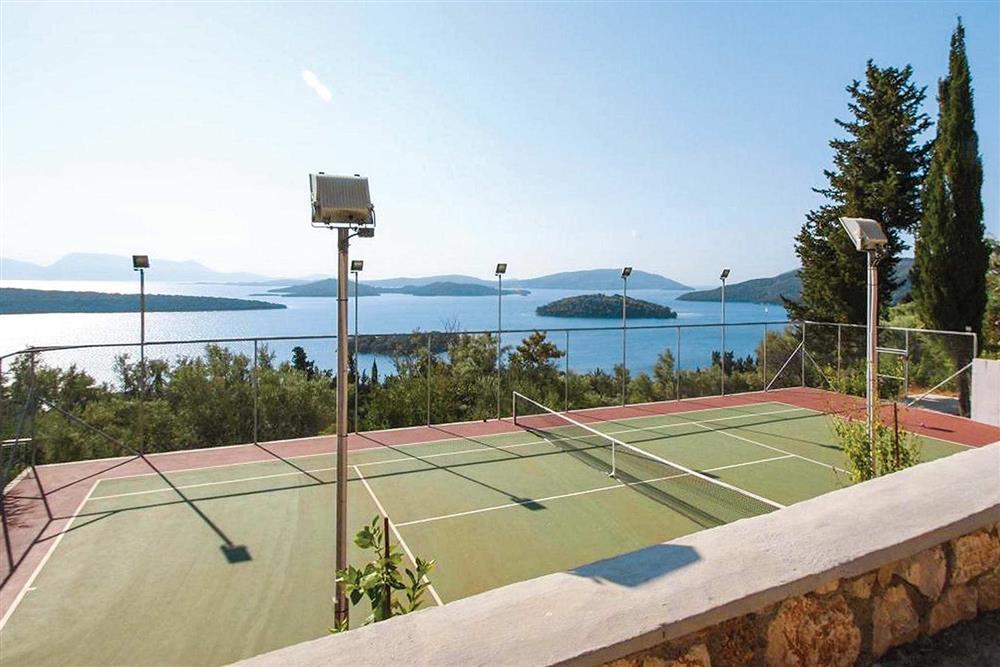 Tennis court, sea view