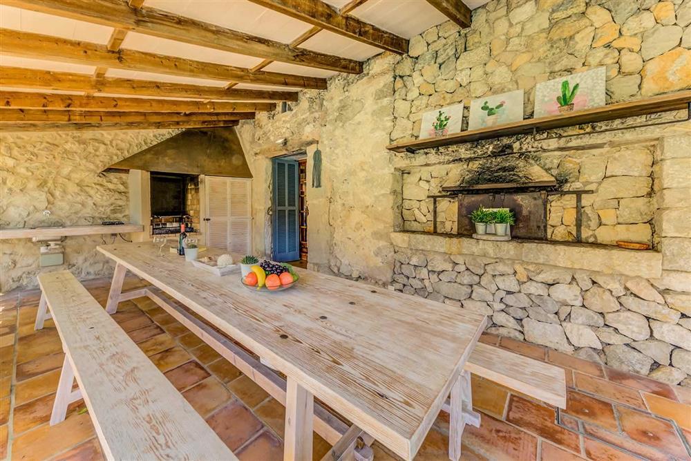 Alfresco dining at Villa Cabanellas, Pollensa, Mallorca
