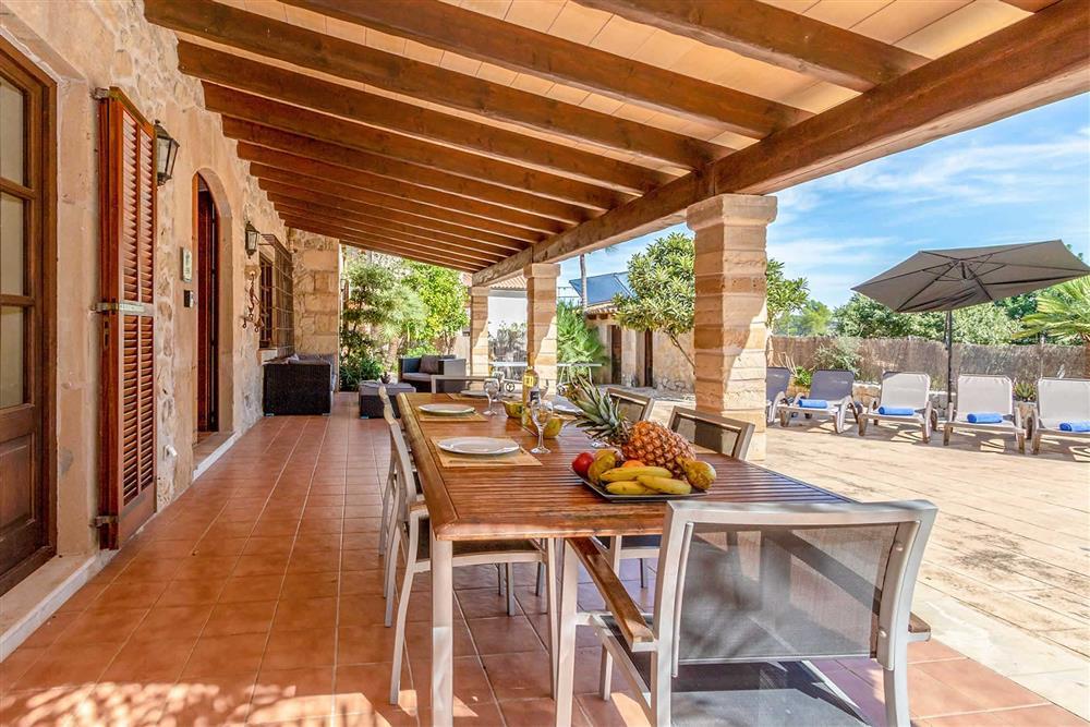 Alfresco dining, covered terrace at Villa Can Gallardo, Pollensa, Mallorca