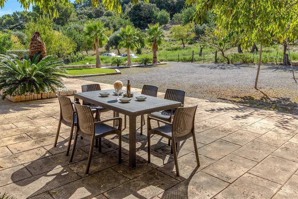 Alfresco dining at Villa Can Gallardo, Pollensa, Mallorca
