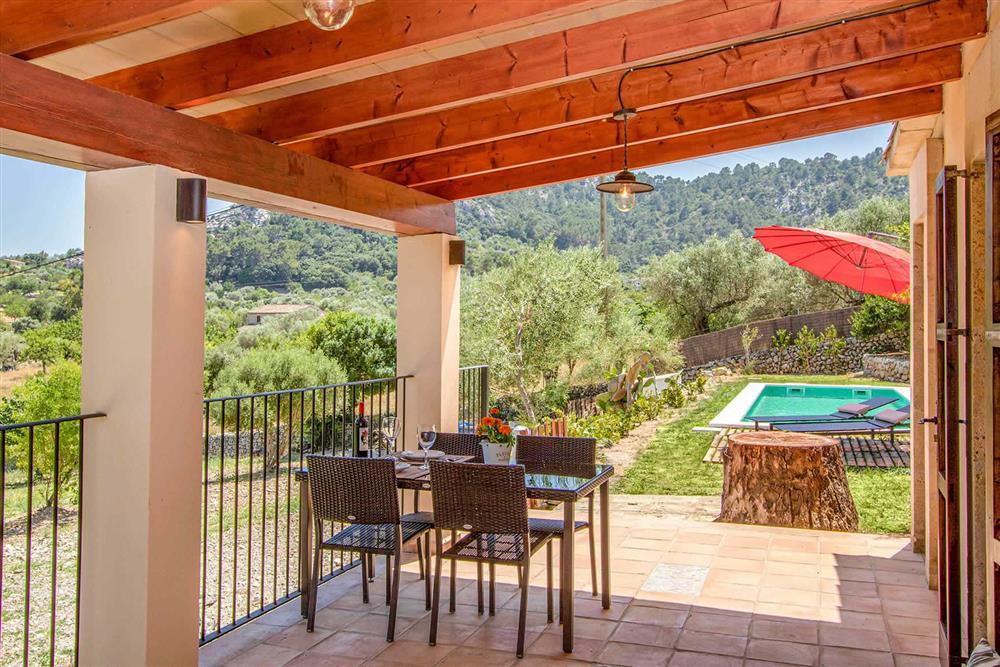 Shaded dining at Villa Can Gardo, Pollensa, Mallorca