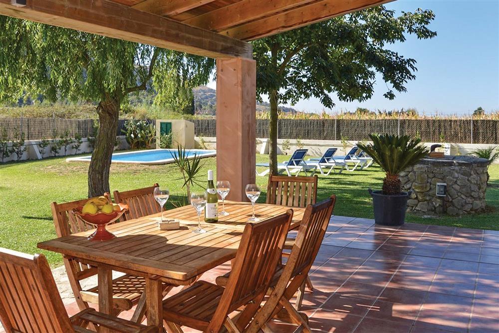 Shaded dining at Villa Can Segue, Alcudia, Mallorca