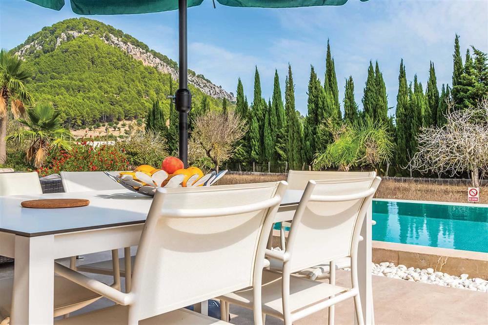 Alfresco dining, pool at Villa Can Tereu, Pollensa, Mallorca