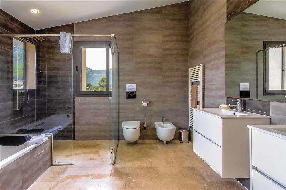 En suite at Villa Can Tereu, Pollensa, Mallorca