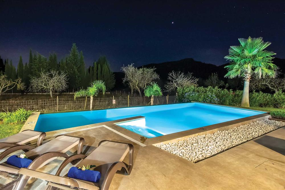 Pool, night shot at Villa Can Tereu, Pollensa, Mallorca