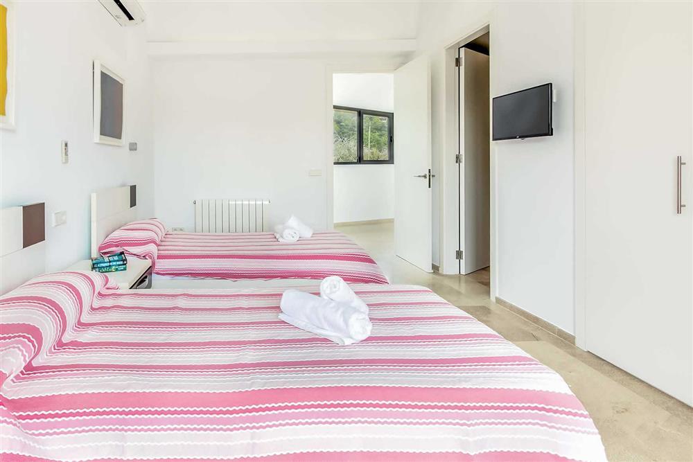 Twin bedroom (photo 4) at Villa Can Tereu, Pollensa, Mallorca