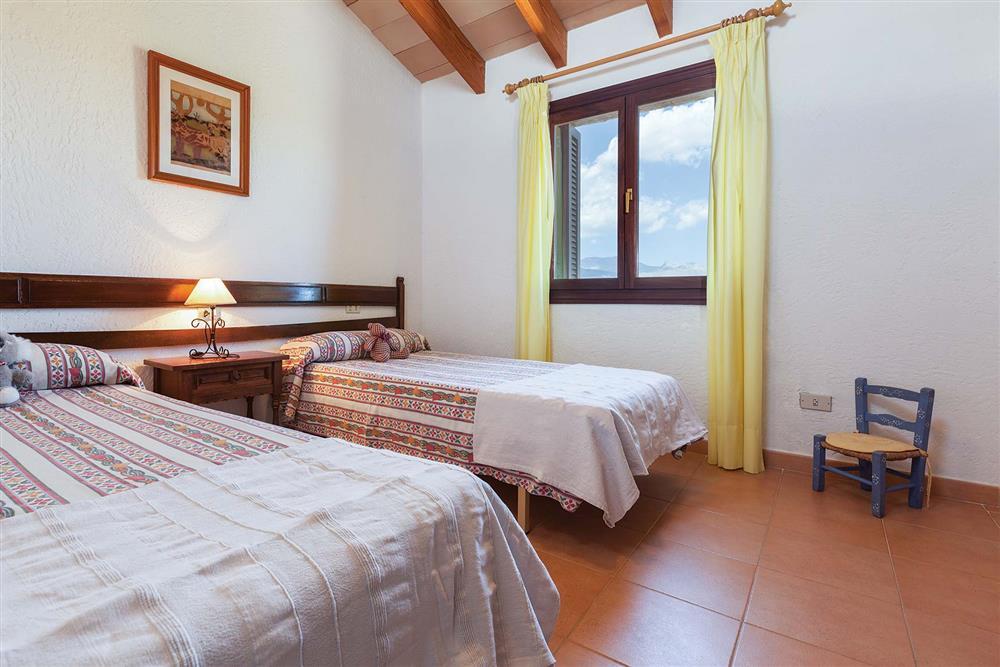 Twin bedroom at Villa Carratxet, Sa Pobla, Mallorca