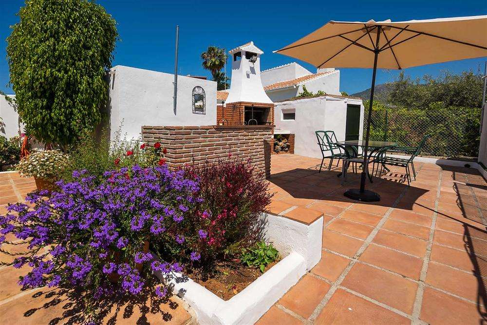 Barbecue, alfresco dining at Villa Casa Linda, Nerja, Andalucia