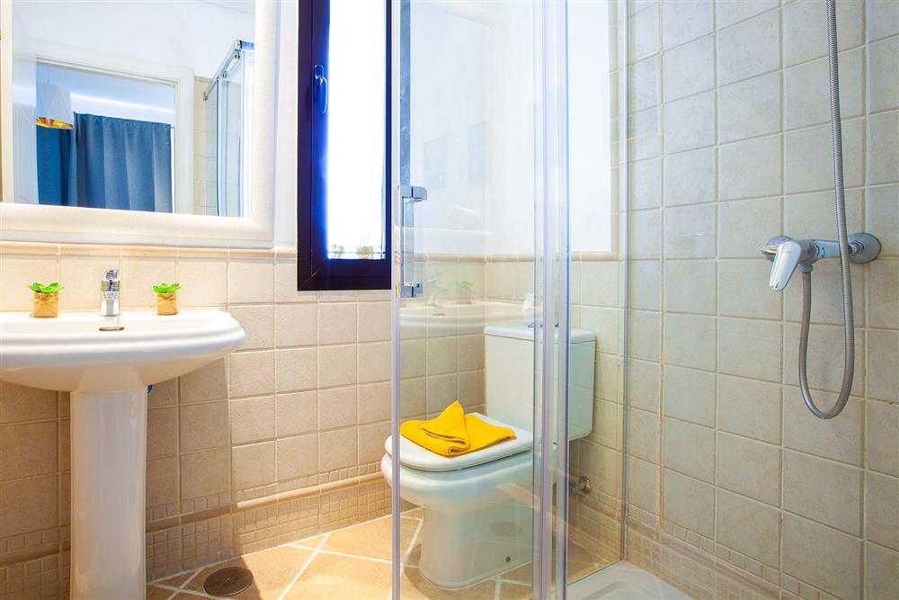 Shower room at Villa Cindy, Playa Blanca, Lanzarote