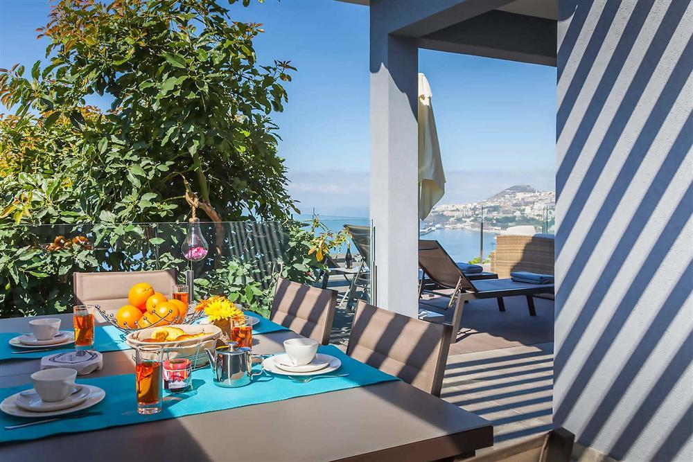 Alfresco dining (photo 2) at Villa Clementina, Funchal, Madeira