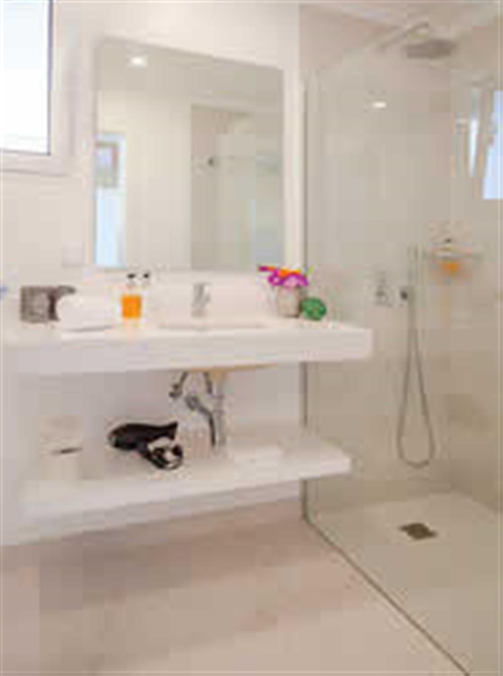 Bathroom (photo 4) at Villa Clementina, Funchal, Madeira