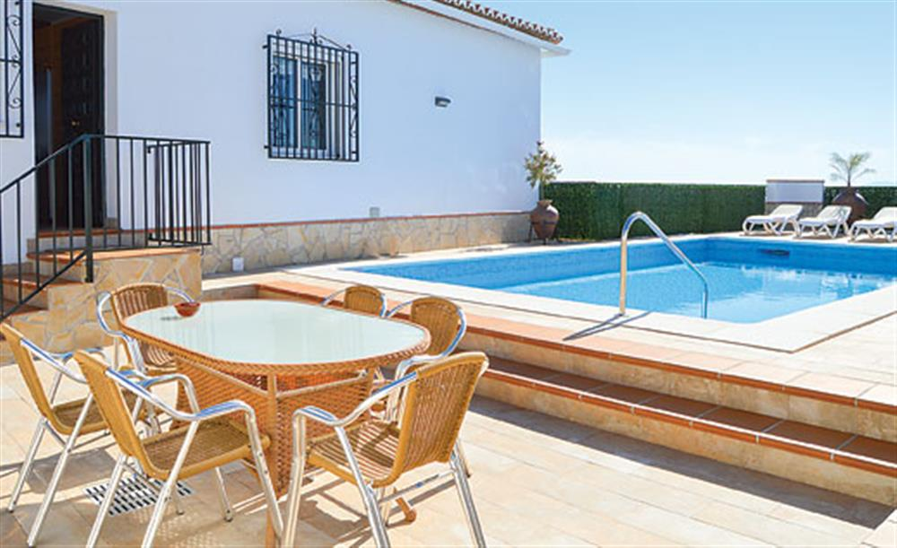 Swimming pool and outside dining at Villa Cortijo el Olivar, Torrox, Andalucia