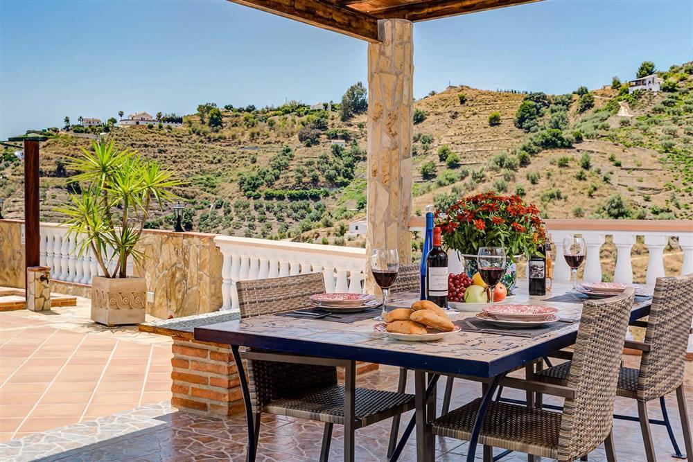Alfresco dining at Villa Cortijo Herrero, Frigiliana, Andalucia