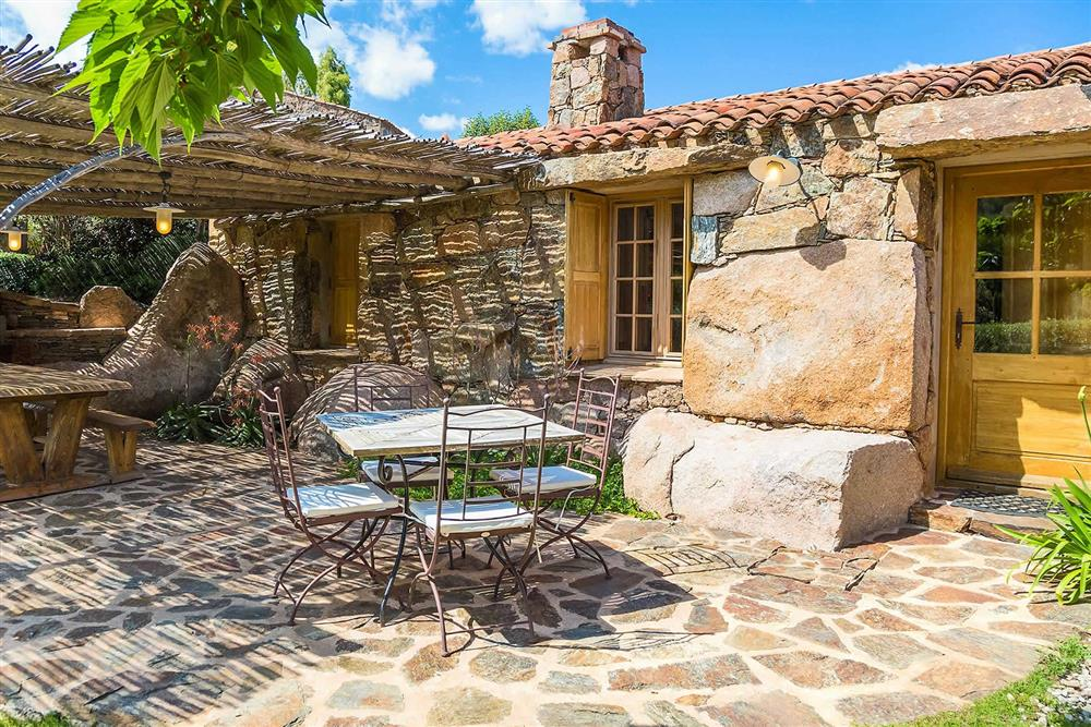 Villa exterior, alfresco dining