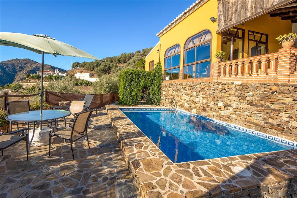 Alfresco dining, terrace, pool
