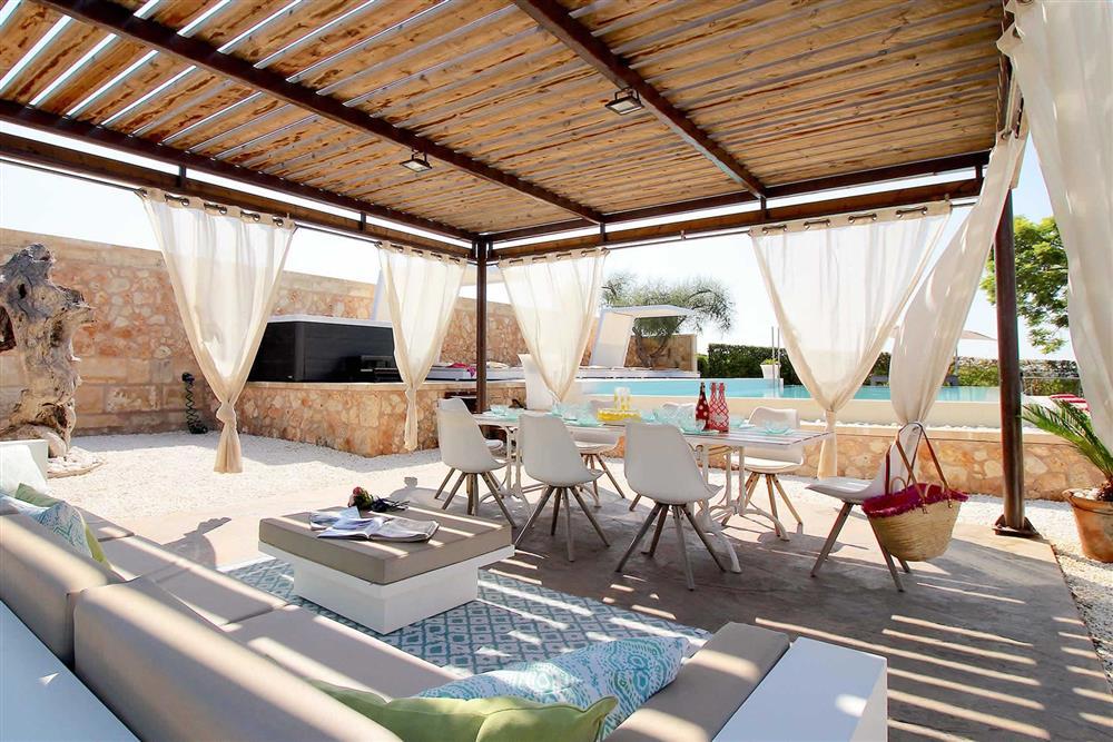 Shaded putdoor area at Villa Es Bosqueres, Santa Margalida, Mallorca