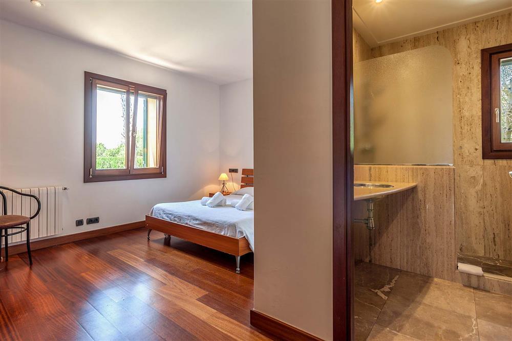 Bathroom, bedroom at Villa Les Oliveres, Puerto Pollensa, Mallorca