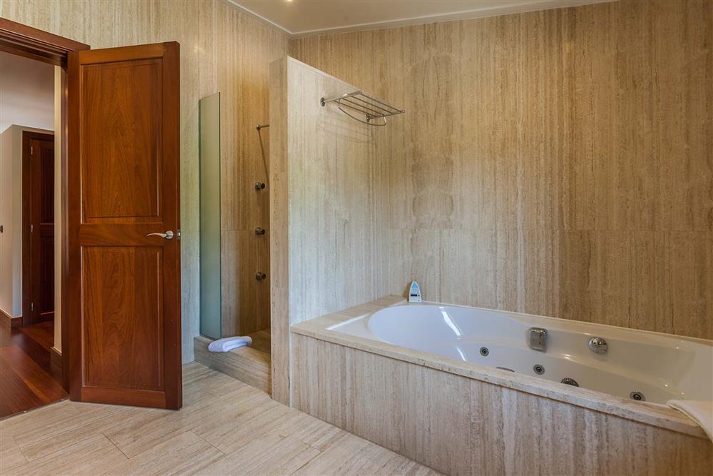 Bathroom at Villa Les Oliveres, Puerto Pollensa, Mallorca