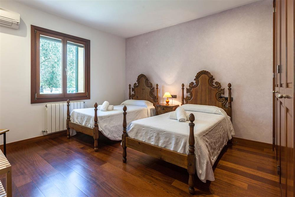 Twin bedroom (photo 2) at Villa Les Oliveres, Puerto Pollensa, Mallorca