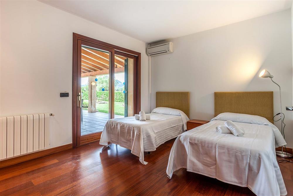 Twin bedroom at Villa Les Oliveres, Puerto Pollensa, Mallorca