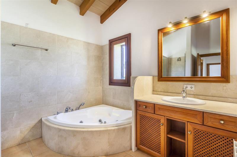 Bathroom at Villa Lirio, Alcudia, Spain