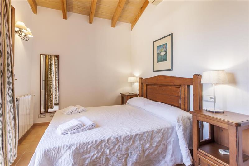 Double bedroom (photo 2) at Villa Lirio, Alcudia, Spain