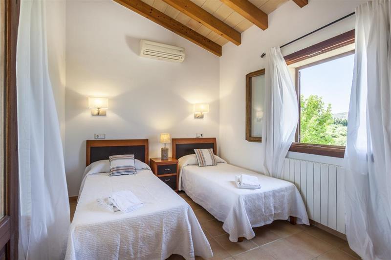 Twin bedroom at Villa Lirio, Alcudia, Spain