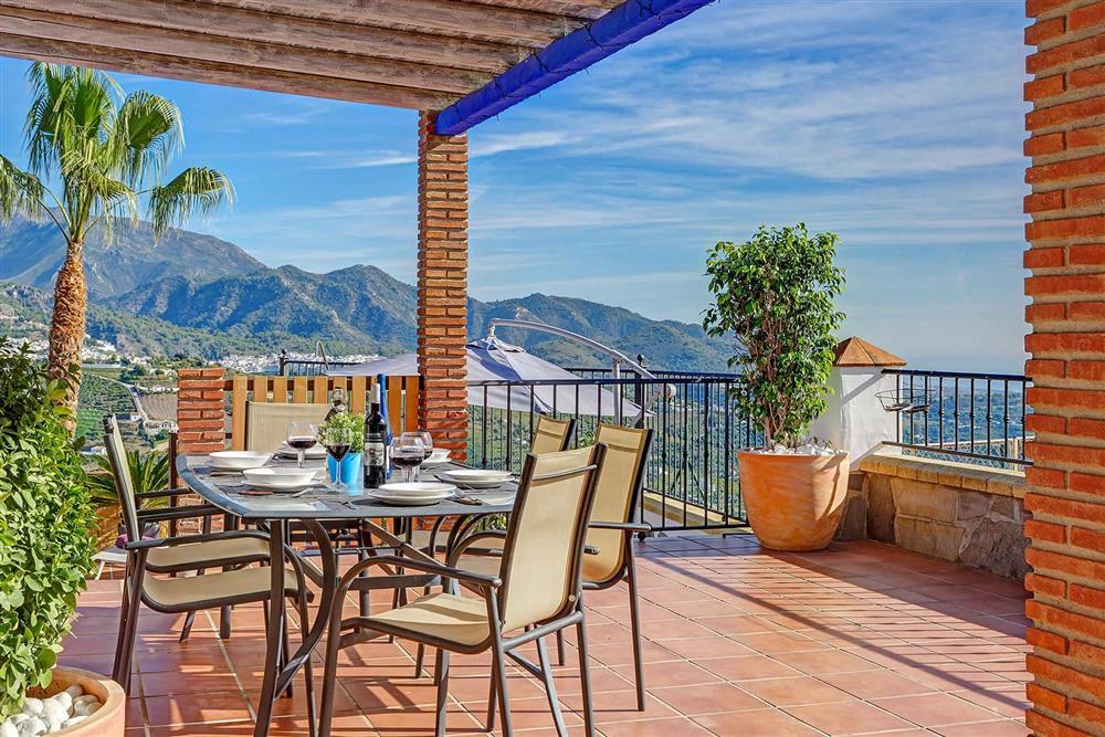 Alfresco dining at Villa Los Tres Soles, Frigiliana, Andalucia