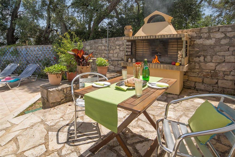 Alfresco dining, barbecue